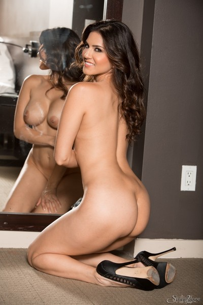 Sunny leone naked showing off her huge bumpers
