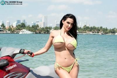 Horny milf amy anderssen in bikini