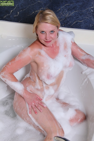 Chubby mellow dame Lynn Miller showing off big wet boobs in bathtub