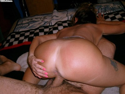 Amateur wife fucked in swapper threesome sex