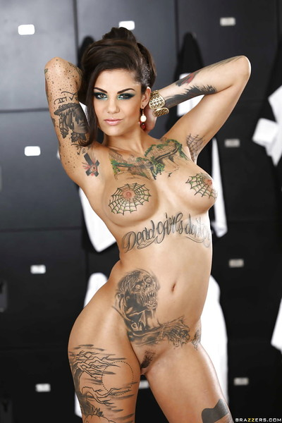 Masturbating slut Bonnie Rotten is teasing her tight wet crack and vast tits