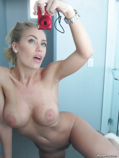 Delightful fairy babe Nicole Aniston uncovering her charming body