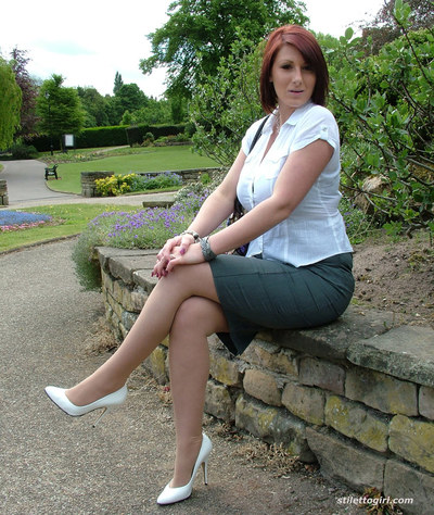 Outdoor posing of an clothed chick with long legs and tense wazoo Demi