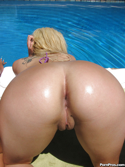 Parker Page and her girlfriends posing by the pool waiting for hot sex