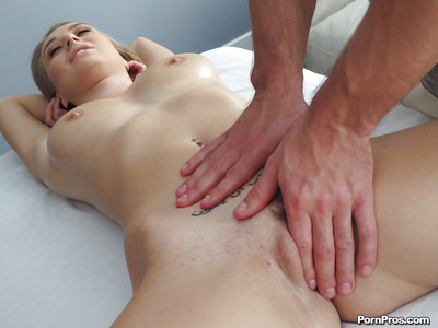 Natalia Starr gets a sensitive massage and wants to thank her masseur