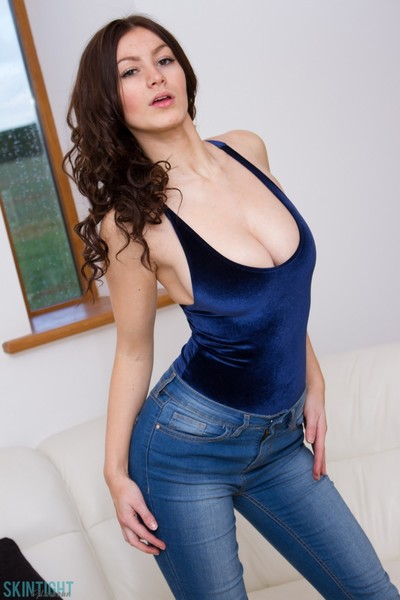 Curvy dark brown beauty in her tight jeans and blue top