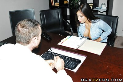 Rachel enjoys her 9 to 5 job in an office. She is keen of the work atmosphere and her boss. Her co-worker Alexis has a different perspective. She finds her boss plays favourites and doesn t supply her with the necessary tools to do her job properly. When