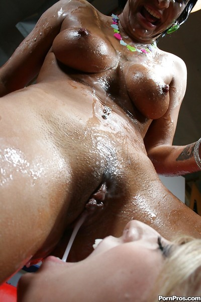 Teen Kitty Bella exceptionally likes jizz and bukkake after hot sex