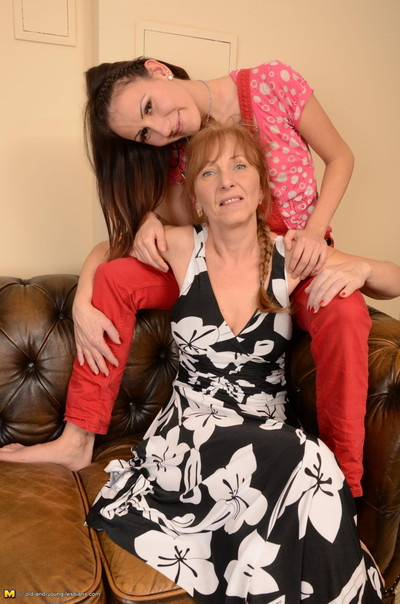 Ache old and young lesbian fans make out