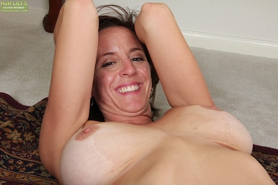 Lusty mature chick with big breasts undressing and spreading her cunt