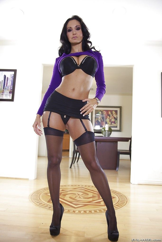 Merry vixen in nylons Ava Addams erotic dance off her clad