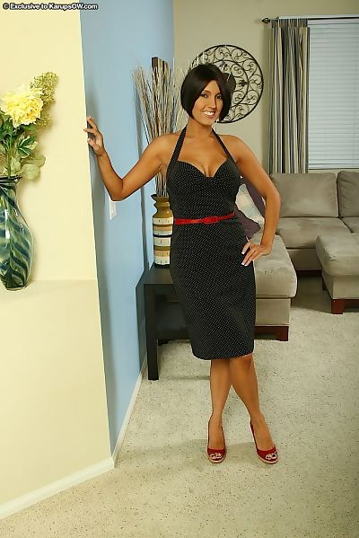 Smiley MILF undressing and exposing her jaw-dropping gorgeous curves