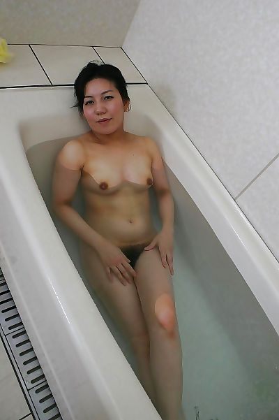Fuckable Japanese mature lassie taking bath and exposing her goods
