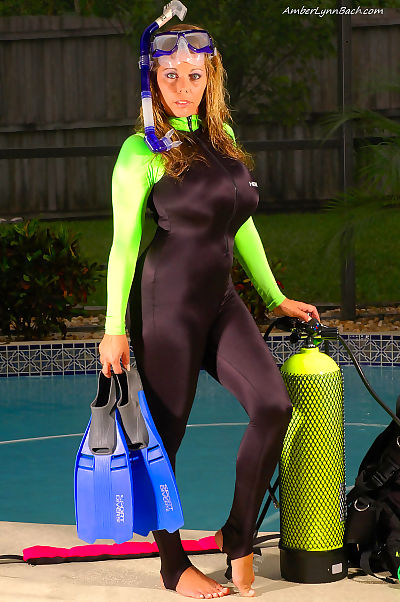 Titsy MILF scuba diver Amber Lynn Bach sheds her suit by the pool to rub clit