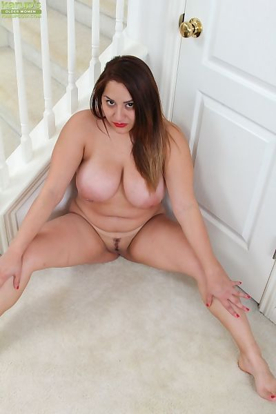 Elderly plumper CeCe Giovanni revealing enormous boobs and widen vagina - part 2