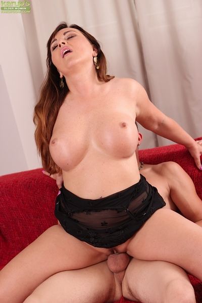 Brunette cougar Sabina Brown has her European milf muff licked
