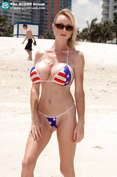 Fit blonde in stars-n-stripes bikini Morgan Leigh bares her round titties