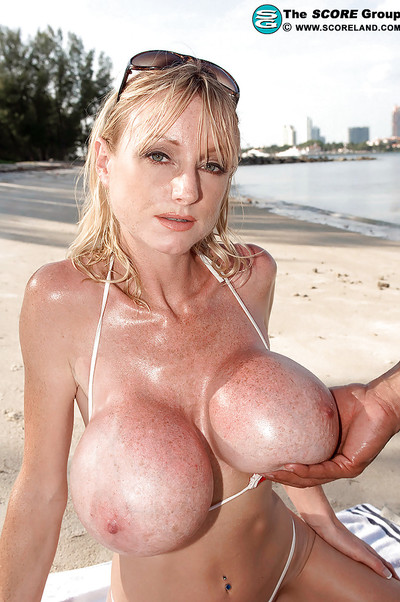 Fit blonde in stars-n-stripes bikini Morgan Leigh bares her round titties