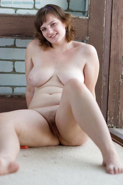 Plump amateur Ilona removes dress and bra to expose standard tits