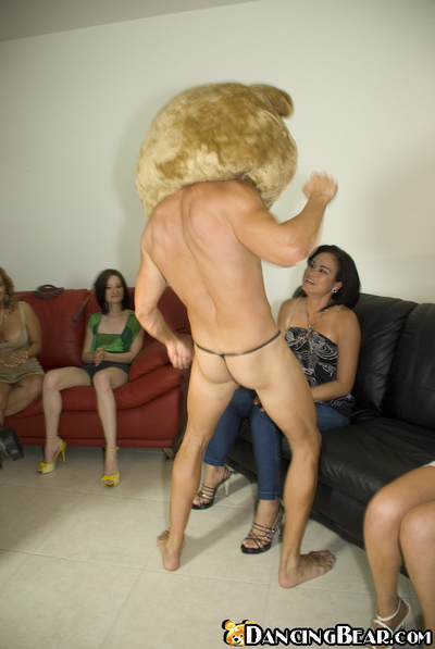 CFNM party with clothed princesses doing blowjob in tight jeans