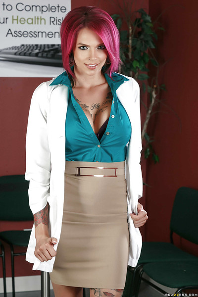 Tattooed mom Anna Bell Peaks showing off inked body and penetrated slit