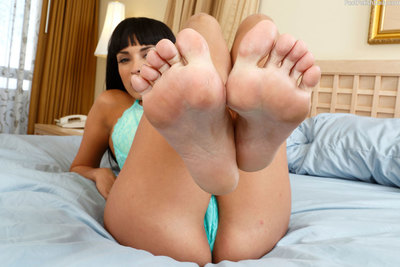 Anissa Kate really admires having her wonderful feet worshipped, and Kurt is barely the man for the job. She has told him if he does it precious he will be rewarded with a chance to own her ass. So he really gives those toes the engulfing and licking they