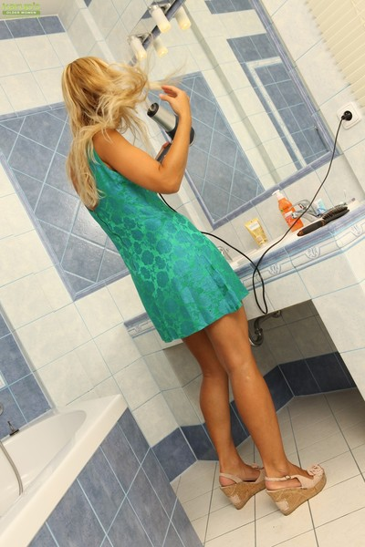 Anesa chance has her milf gigantic tits and ass shown in bathroom