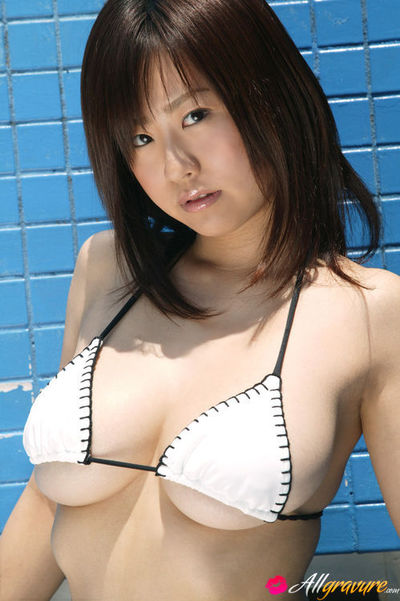 Hitomi Kitamura Asian with huge boobs is so erotic in