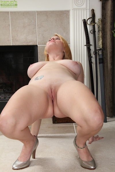 Fatty fairy-haired milf Lindsay Jackson with pale big tits and shaved gentile