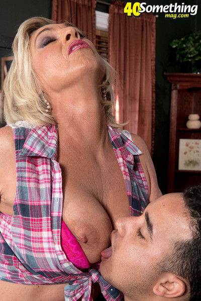 Deepthroat and an gazoo fuck for blonde mature