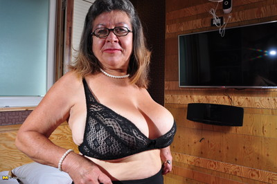 Colossal breasted mature slut from guatemala getting slutty