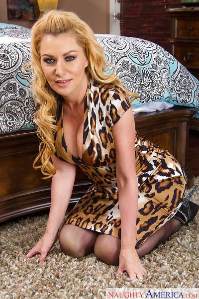 Gal blonde Sasha Sean is staying on her knees in the bedroom