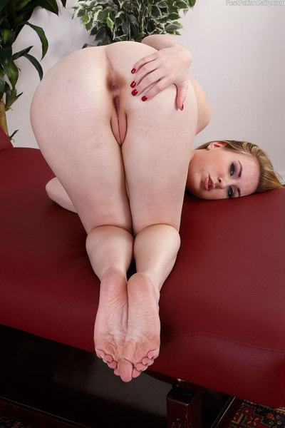 Jessie is having fun with a green toy she found. She wants to see what its like to obtain fucked at the same time as she has this toy on her clit and her toes sucked. Evan is just the boy to do it! U can see just how intense this is for her, but she cant