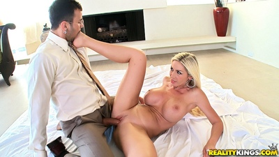 Face sitting milf Evita Pozzi loves big bazookas bounce in hardcore sex