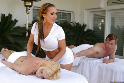 Latina massage worker Richelle Ryan licks dick for happy ending