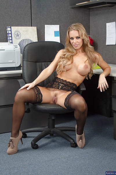 Milf blonde Nicole Aniston want to get undressed after hard day working