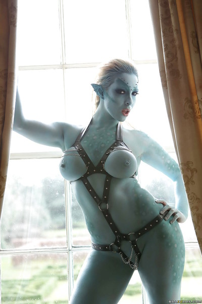 Big apples pornstar Victoria Summers is doing some fantastic cosplay