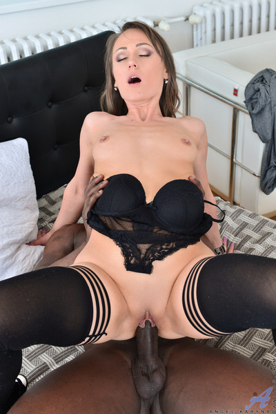 Horny mommy gets owned by huge dick pending this babe squirts