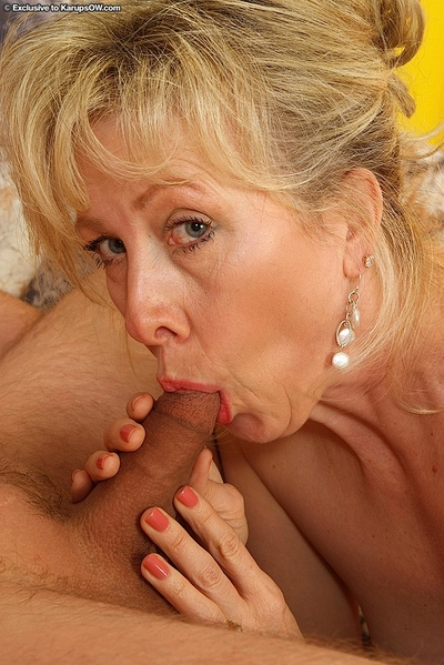 Ripe slut in  Linda gets right on young and vigorous dong