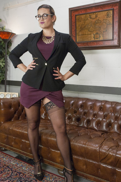 Sexy super instance attorney, jonelle brooks is persuasive with penny barber. ts jo