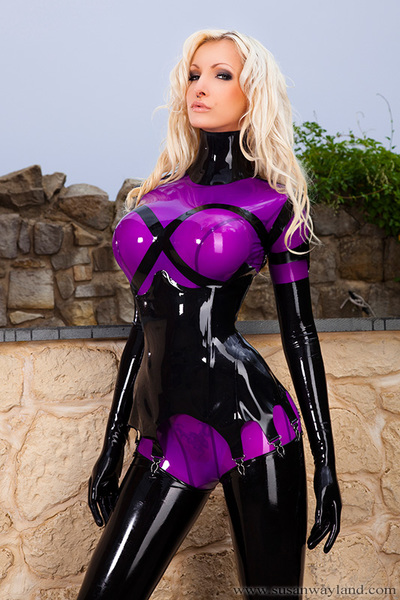 Susan Wayland in Shiny Purple Latex in Sun with 107 brilliant latex pictures.
