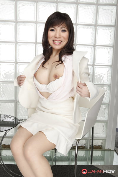 Milf Mizuki Hayama slowly getting out of her pearly white clothes.