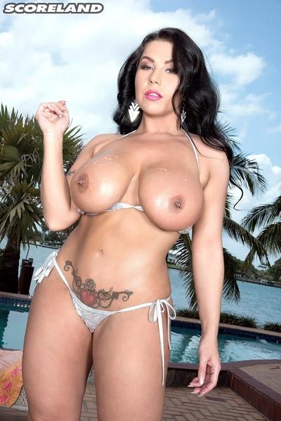 Busty curvy brunette in a sexy bikini