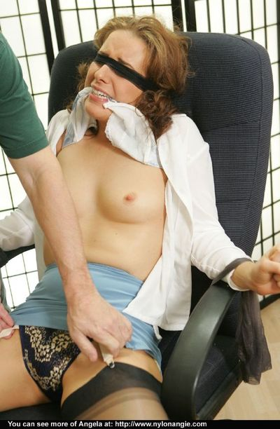 Blindfolded and bound mature babe accepts her hairy pussy tortured