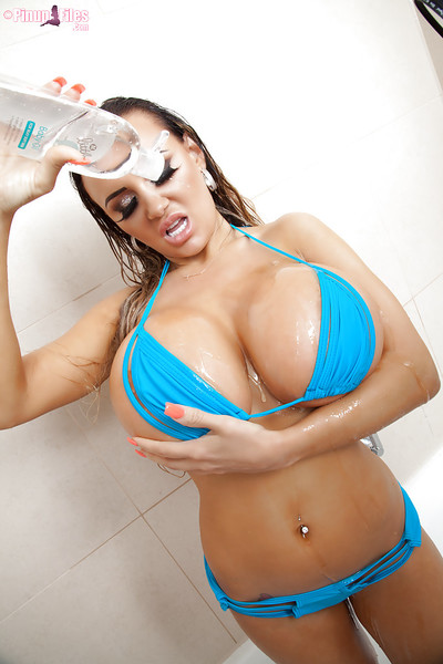 Pinup babe Danniella Levy loosing huge wet wobblers from bikini in washroom