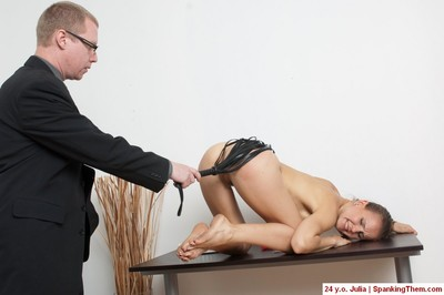 Knelt office model under the hard whips