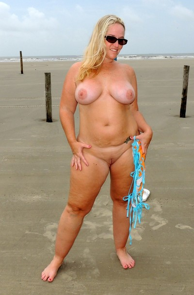 Chubby wife naked at public beach