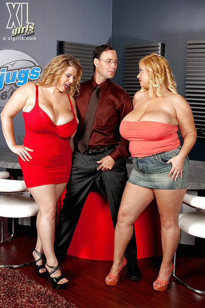 Fatty Samantha and Renee Ross with big tits are posing unclothed together
