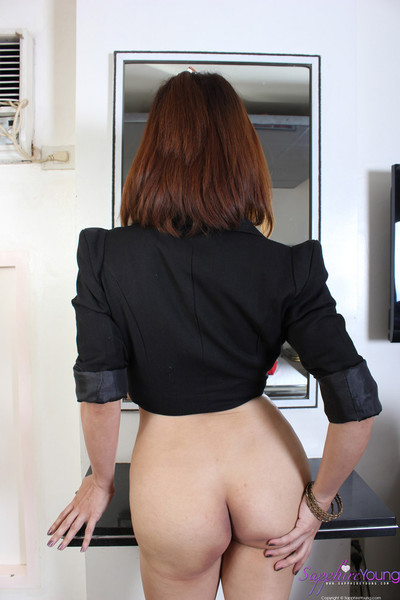 Gorgeous tgirl shows her nude body