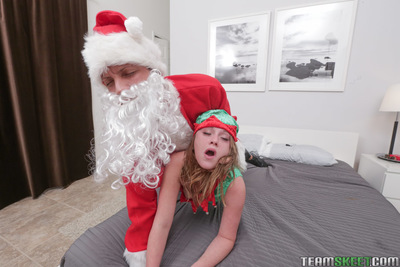 Christmas angel Lizzie Bell has intercourse with perverted long-dicked Santa - PornPics.com